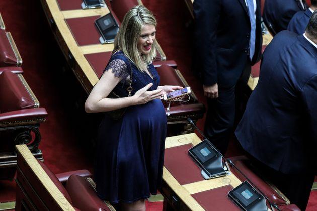Η Αννα Ευθυμίου, βουλευτής...