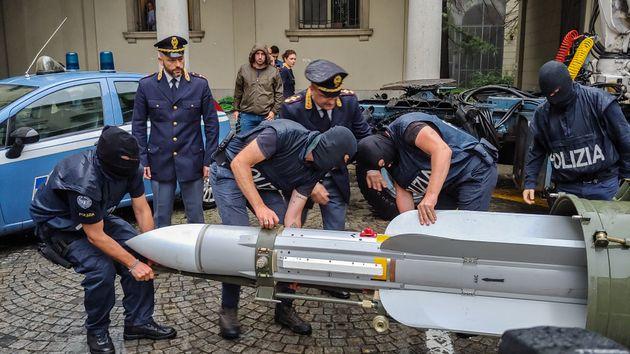 Saisie d'un missile chez des sympathisants néo-nazis en Italie, juillet