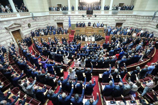 Η ορκωμοσία των 300 της Βουλής σε
