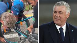 Ancelotti aggiusta tutto. Si ferma e aiuta il tifoso a riparare la bicicletta
