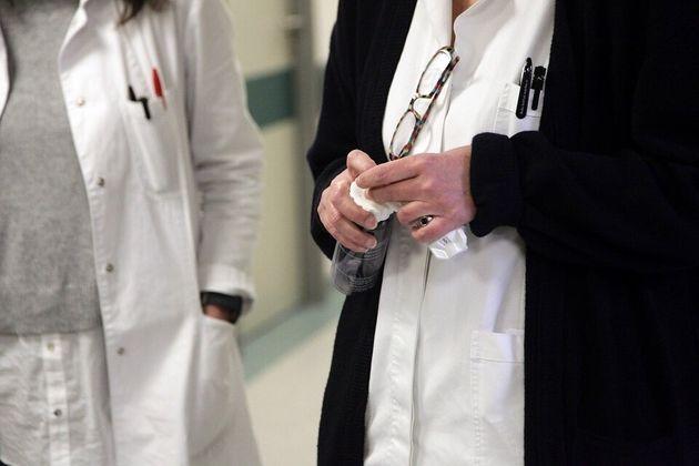 Συνελήφθησαν γιατροί στη Σάμο για «διευκόλυνσεις» σε