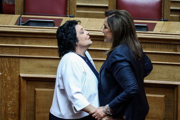 Η Λιάννα Κανέλη και η Ντόρα