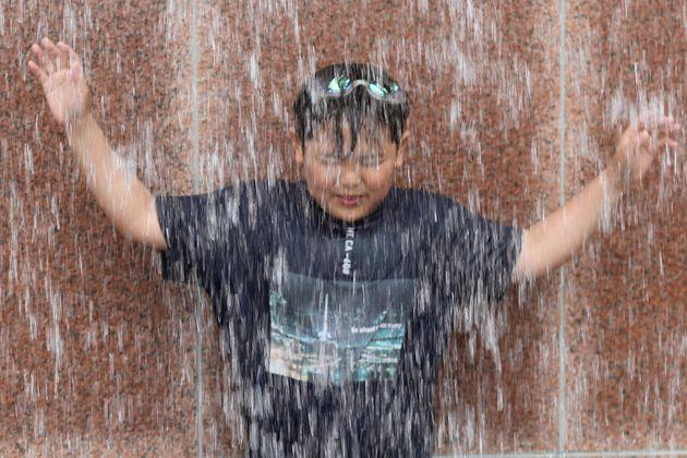 내일(18일)은 태풍 다나스가 온다. 우산을 챙겨야
