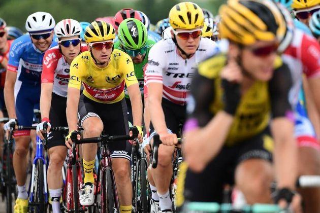 Giulio Ciccone, de maillot amarillo a quedar el último en la etapa del