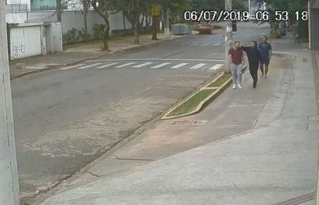Dois homens suspeitos por agredir jovem gay são presos em