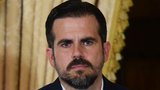 El gobernador de Puerto Rico Ricardo Rosselló durante una conferencia de prensa casi dos días después de que las autoridades federales arrestaron a la exsecretaria de educación de la isla y a otras cinco personas por cargos de desviar fondos federales a contratistas poco calificados con conexiones políticas, el jueves 11 de julio de 2019 en San Juan, Puerto Rico. (AP Foto/Carlos Giusti)