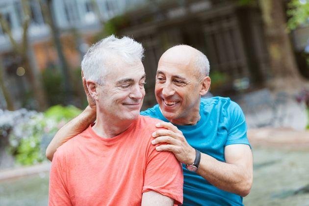 Homens mais velhos são discriminados em apps