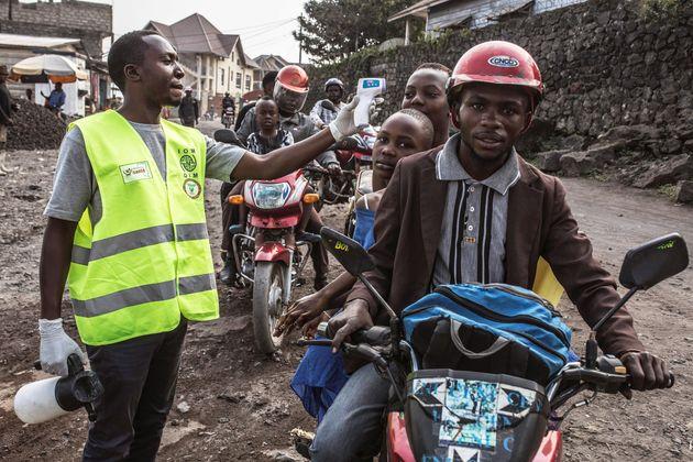 La OMS declara el brote de ébola en el Congo como una emergencia