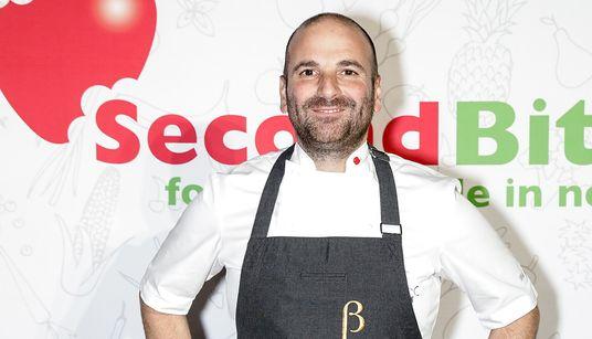 Ο Ελληνοαυστραλός σεφ Γιώργος Καλομπάρης που «έκλεψε» από τους υπαλλήλους του 8 εκ.