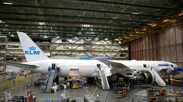 Il tweet di KLM sui posti più sicuri in caso di disastro aereo fa infuriare