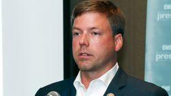 Deux candidats à un poste de gouverneur refusent qu'une femme suive leur
