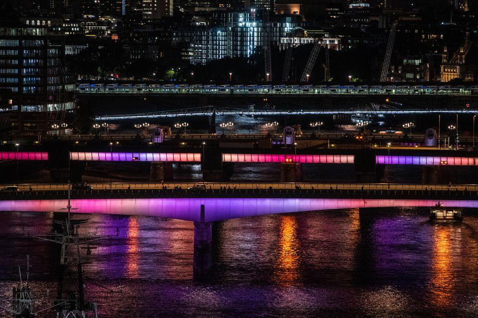 Φως και μουσική «ντύνουν» τις γέφυρες του
