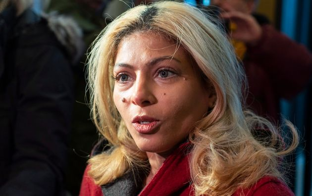La femme du blogueur Raif Badawi, Ensaf Haidar, alors qu'elle allait rencontrer le premier ministre Justin...