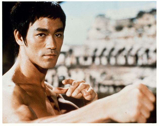 """Bruce en 1973 dans le film """"Opération"""