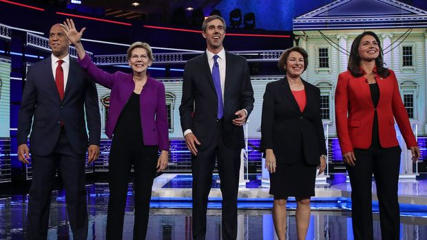 MIAMI, FL - JUNE 26:  (L-R) Former housing secretary Julian Castro, Sen. Cory Booker (D-NJ), Sen. Elizabeth Warren (D-MA), former Texas congressman Beto O'Rourke, Sen. Amy Klobuchar (D-MN), and Rep. Tulsi Gabbard (D-HI) take the stage for the first Democratic presidential primary debate for the 2020 election at the Adrienne Arsht Center for the Performing Arts, June 26, 2019 in Miami, Florida. A field of 20 Democratic presidential candidates was split into two groups of 10 for the first debate of the 2020 election, taking place over two nights at Knight Concert Hall of the Adrienne Arsht Center for the Performing Arts of Miami-Dade County, hosted by NBC News, MSNBC, and Telemundo. (Photo by Drew Angerer/Getty Images)