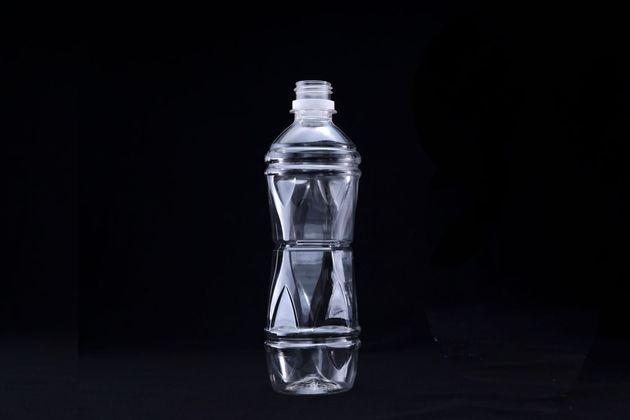 再生PET樹脂を100%用いたリサイクルペットボトル