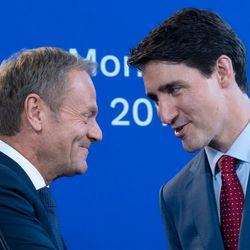 Τριντό - Τουσκ συναντήθηκαν στον Καναδά και τα καρφιά κατά του Τραμπ έπεφταν