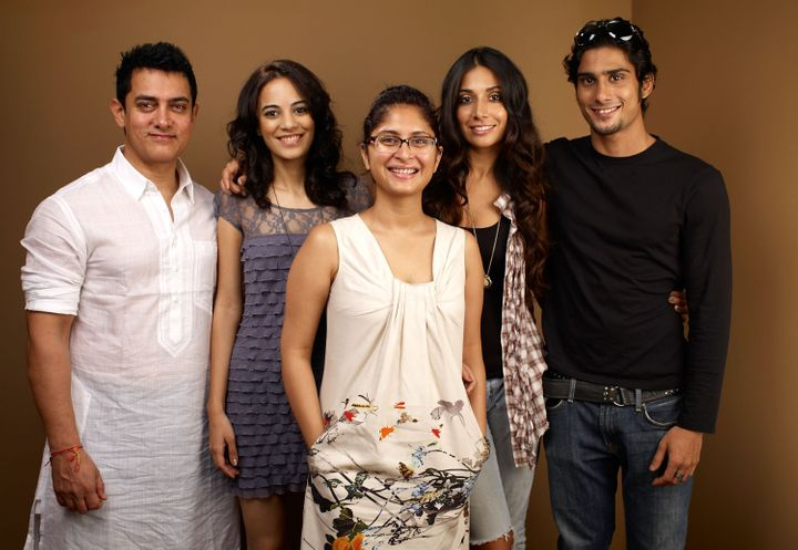 "Actor Aamir Khan, actress Kriti Malhotra, director Kiran Rao, actress Monica Dogra and actor Prateik Babbar from ""'Dhobi Ghat'."