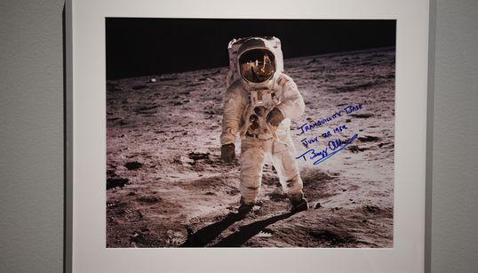 Στο «σφυρί» 200 αντικείμενα που «έφεραν το σύμπαν στη Γη» - Tο μοναδικό ηχητικό ντοκουμέντο της πτήσης του Apollo