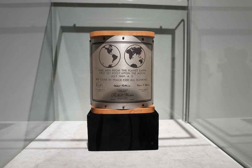 Στο «σφυρί» 200 αντικείμενα που «έφεραν το σύμπαν στη Γη» - Tο μοναδικό ηχητικό ντοκουμέντο της πτήσης...