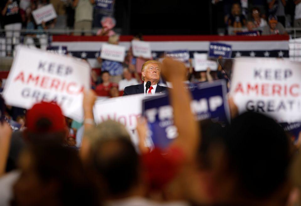 도널드 트럼프 미국 대통령이 '미국을 계속 위대하게(Keep America Great)' 연설회에서 발언하고 있다. '미국을 계속 위대하게'는 그의 재선 캠페인 슬로건이다. 노스캐롤라이나주 그린빌, 미국. 2019년 7월17일.