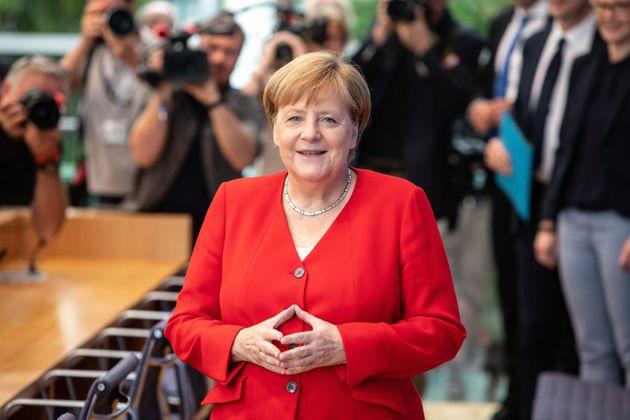 """Merkel rassicura: """"Sto bene. Nel 2021 finisce la mia vi"""
