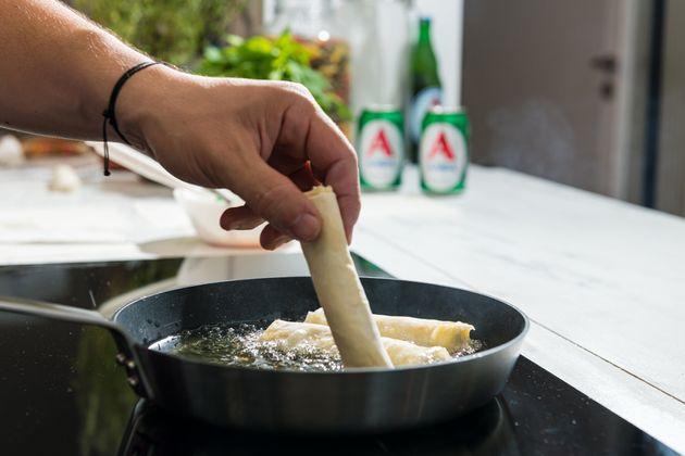 Οι τραγανές φλογέρες τυριού είναι το must ορεκτικό του