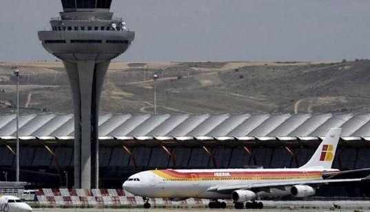 Hallan un feto momificado en un avión de la T4 del aeropuerto de Madrid y analizan si es de un ser humano o de un
