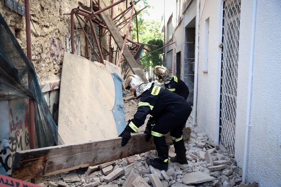 Εικόνες από τις ζημιές του σεισμού στην