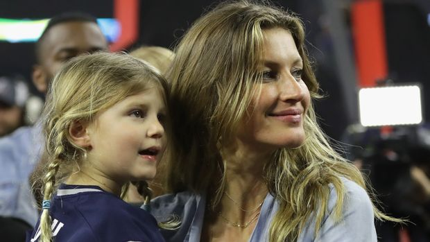HOUSTON, TX - FEBRUARY 05:  Gisele Bundchen celebrates with daughter Vivian Brady after the New England Patriots defeated the Atlanta Falcons during Super Bowl 51 at NRG Stadium on February 5, 2017 in Houston, Texas.  The Patriots defeated the Falcons 34-28.  (Photo by Ronald Martinez/Getty Images)