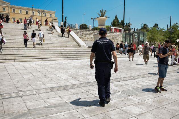 Σεισμός 5,1 ρίχτερ: Αστυνομικοί παντού σε όλη την Αθήνα το