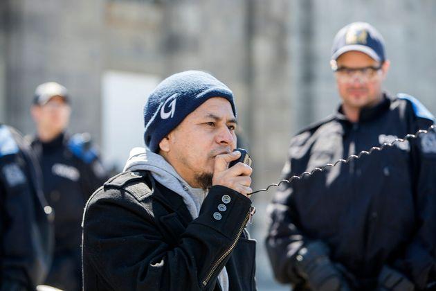 Carmelo Monge, lors d'une manifestation contre le centre de détention