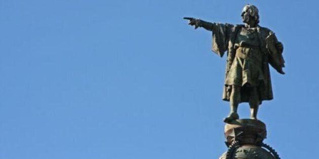 Una estatua de Cristóbal Colón aparece con un pene de plástico en la