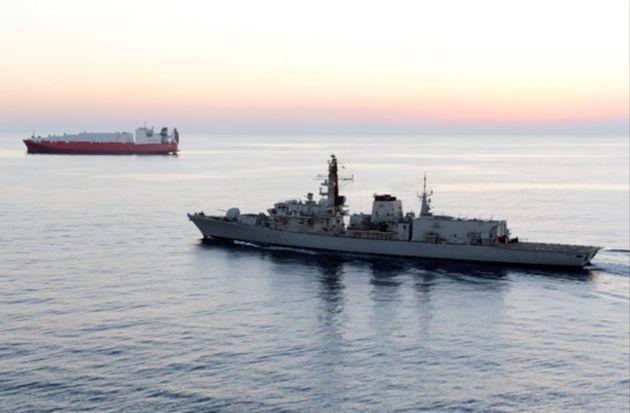 Photo d'illustration d'un navire britannique escortant un autre navire pour une mission en Syrie en
