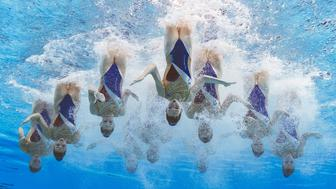 TOPSHOT - France's team compete in the highlight routine artistic swimming final during the 2019 World Championships at Yeomju Gymnasium in Gwangju on July 15, 2019. (Photo by François-Xavier MARIT / AFP)        (Photo credit should read FRANCOIS-XAVIER MARIT/AFP/Getty Images)