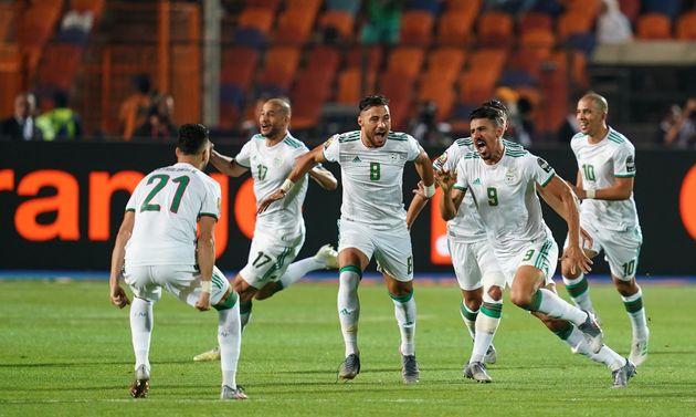 Baghdad Bounedjah (N°9) fête son but en finale de la CAN contre le Sénégal, ce...