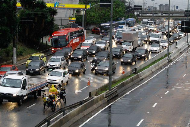Para 41% dos brasileiros, o trânsito vai se tornar mais violento se as medidas defendidas por Bolsonaro...