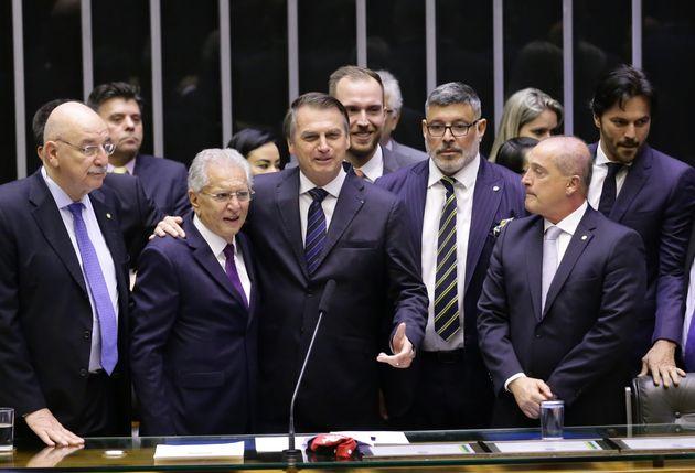 Bolsonaro prestigia homenagem a Carlos Alberto de Nóbrega na