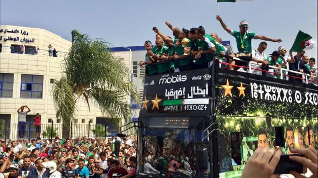 Retour en Algérie des champions d'Afrique : Accueil triomphal des Fennecs à
