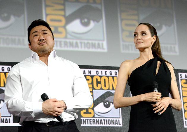 안젤리나 졸리와 함께 코믹콘 행사 등장한 마동석의 모습