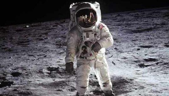 """Il y a 50 ans, le """"petit pas"""" de Neil Armstrong sur la"""