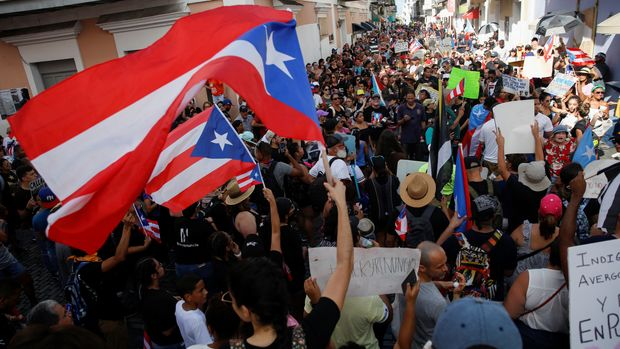 People chant slogans as they wave Puerto Rican flags during ongoing protests calling for the resignation of Governor Ricardo Rossello in San Juan, Puerto Rico July 20, 2019. REUTERS/Marco Bello