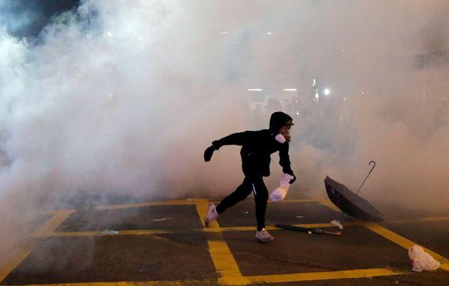 Συνεχίζονται οι μαζικές διαδηλώσεις στο Χονγκ Κονγκ – Με δακρυγόνα απαντά η