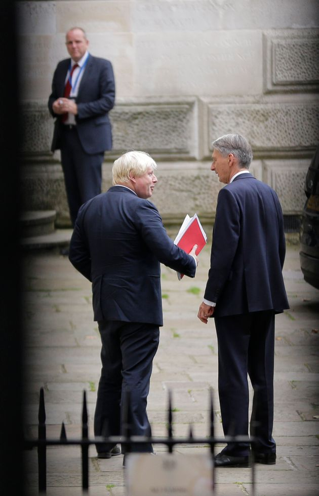 Boris Johnson quasi premier, il capo del Tesoro sbatte la