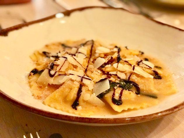 Ravioli relleno de quesos, mantequilla y tomillo limonero