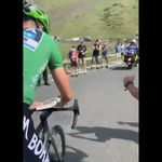 Ce fan a demandé un autographe à Peter Sagan en pleine ascension. Peter Sagan l'a
