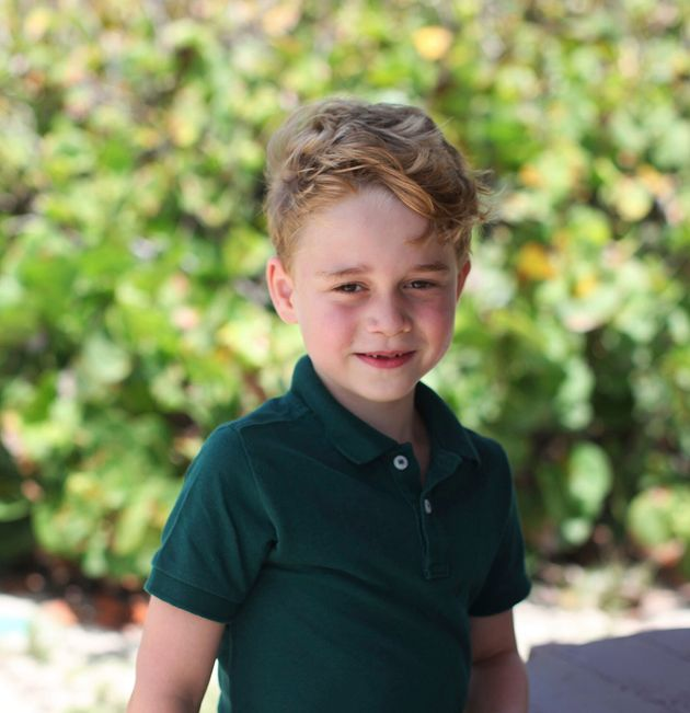 Ο πρίγκιπας Τζορτζ έγινε 6 ετών και η μητέρα του Κέιτ τον έβγαλε τρεις πανέμορφες