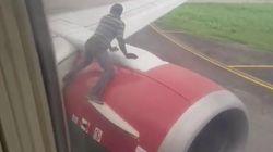 Salta sull'ala dell'aereo poco prima del decollo: uomo arrestato in Nigeria