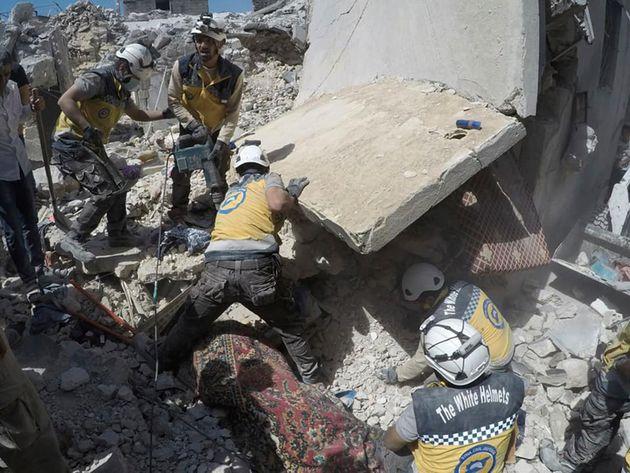 Συρία: Δεκάδες νεκροί σε αεροπορική επιδρομή στην