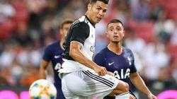 Cristiano Ronaldo è già in forma: si fa beffe del 18enne con un elastico